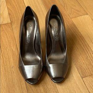 Aldo Gold Tone Metallic High Heels! Size 36